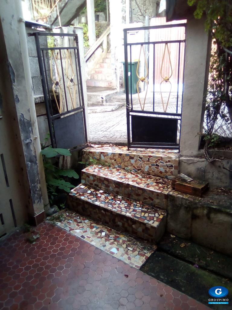 Maison sise Rue Félix Eboué Bellefontaine 5 pièces