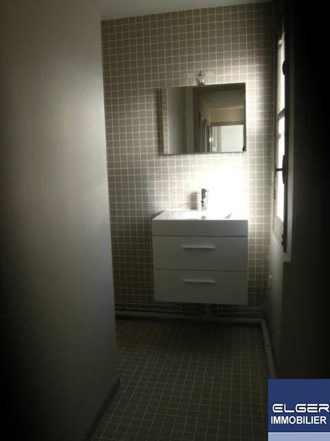 TWO ROOMS rue du Faubourg Saint-Martin METRO STALINGRAD