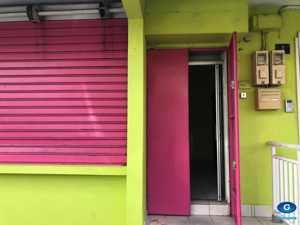 Local Commercial - Bourg -  Saint-Joseph - 80m²