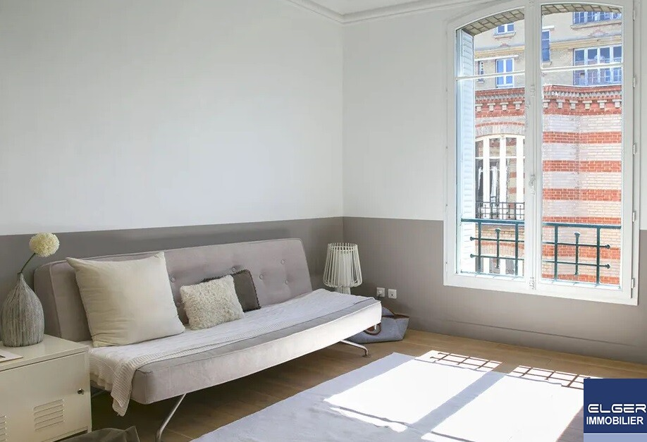 6 FURNISHED ROOMS  rue Perronet METRO PONT DE NEUILLY