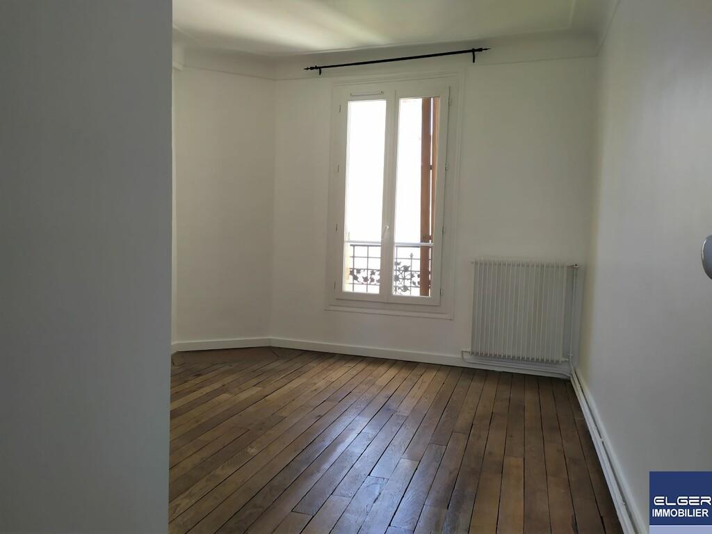 DEUX PIECES rue du Faubourg Saint-Martin METRO STALINGRAD