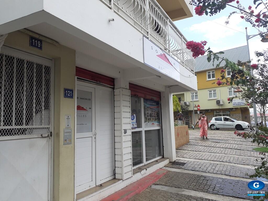 Local -bourg  Le Lamentin - 1 Pièce - 50 m²