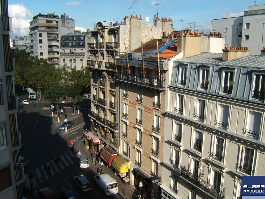 TROIS PIECES MEUBLEES avenue Emile Zola METRO CHARLES MICHELS