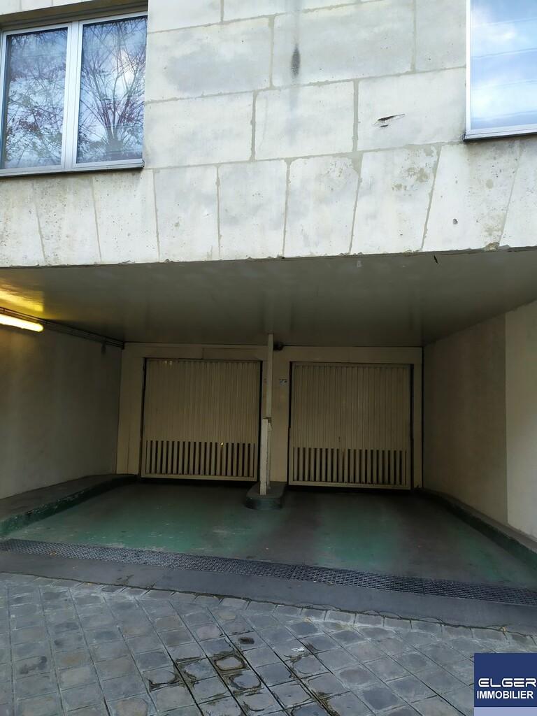 PARKING rue du Parc Royal  Métro CHEMIN VERT- SAINT PAUL