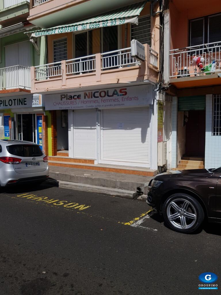 Local commmercial hyper centre Ave Insurrection Rivière Pilote 4 pièces