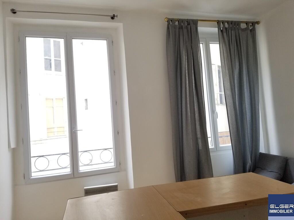 STUDIO rue Sainte Foy Métro REAUMUR SEBASTOPOL ou BONNE NOUVELLE