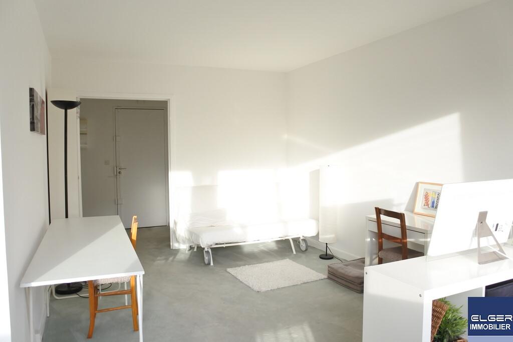 STUDIO MEUBLE AVEC BALCON rue Dunois Métro CHEVALERET