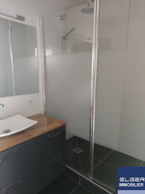 LARGE 2-ROOM APARTMENT rue Soyer NEUILLY S / SEINE metro PONT DE NEUILLY