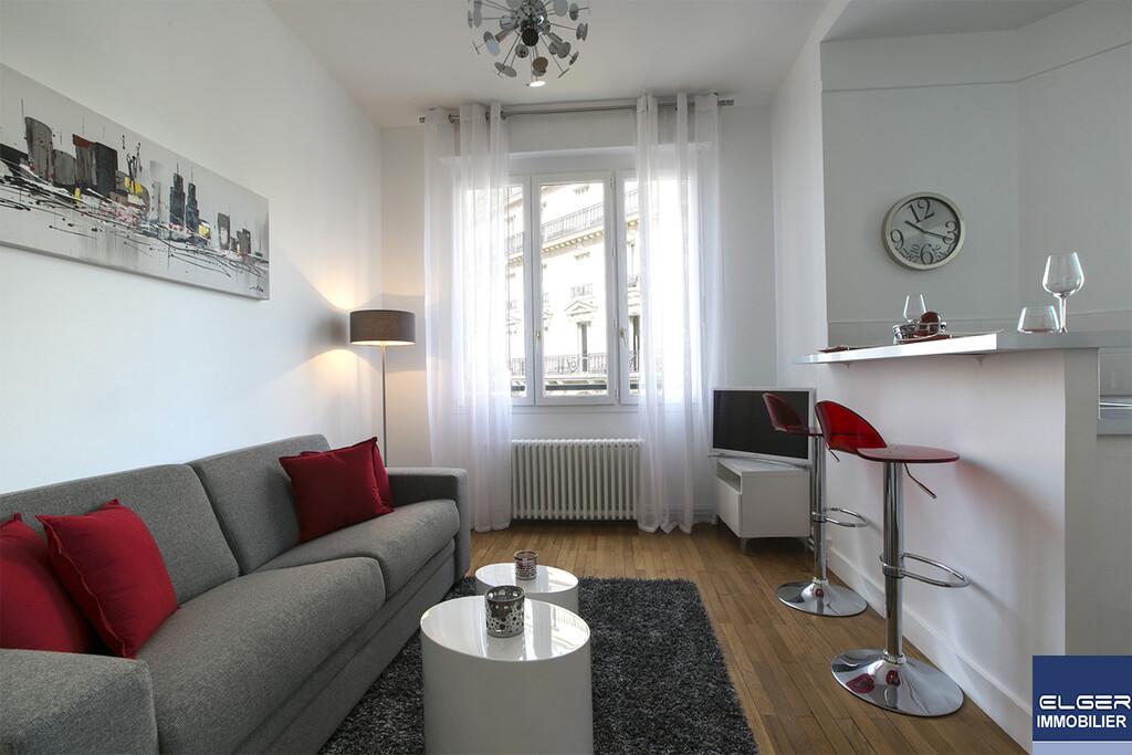 TWO FURNISHED ROOMS rue d'Artois Métro GEORGES V